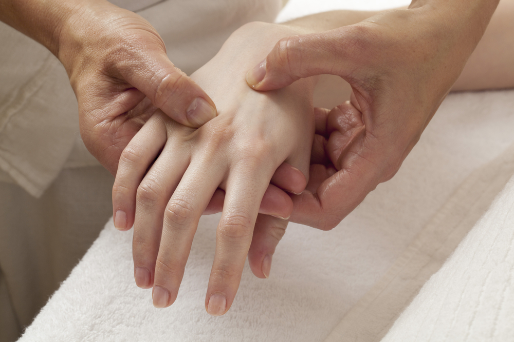 zen shiiatsu treatment on the hand