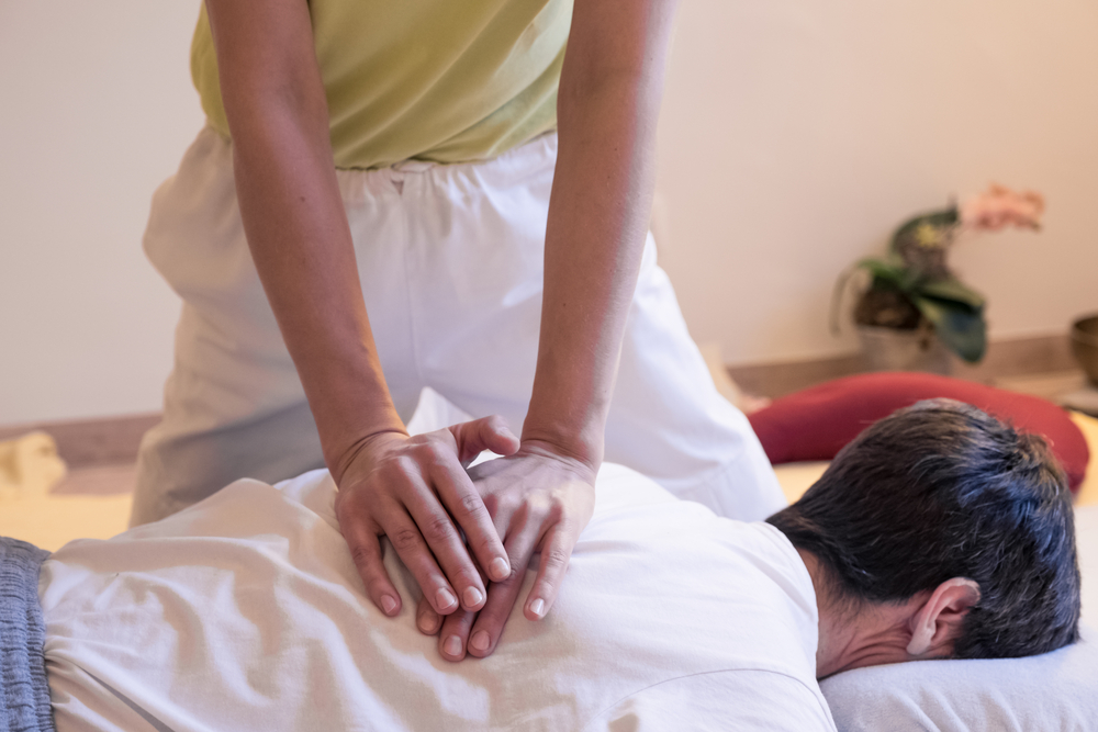 zen shiatsu treatment back massage